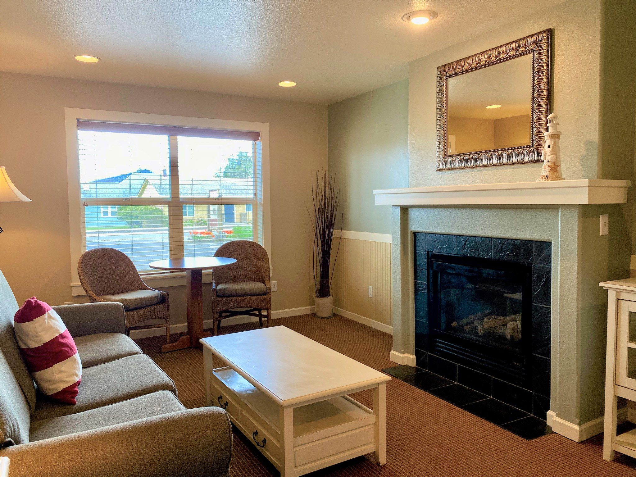 Queen Suite with a Sofabed, 1st Floor, Non Pet LR