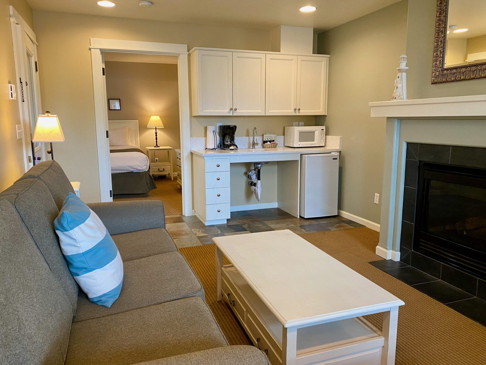 Accessible Queen Suite with Sofabed, 1st Floor, Non Pet LR2