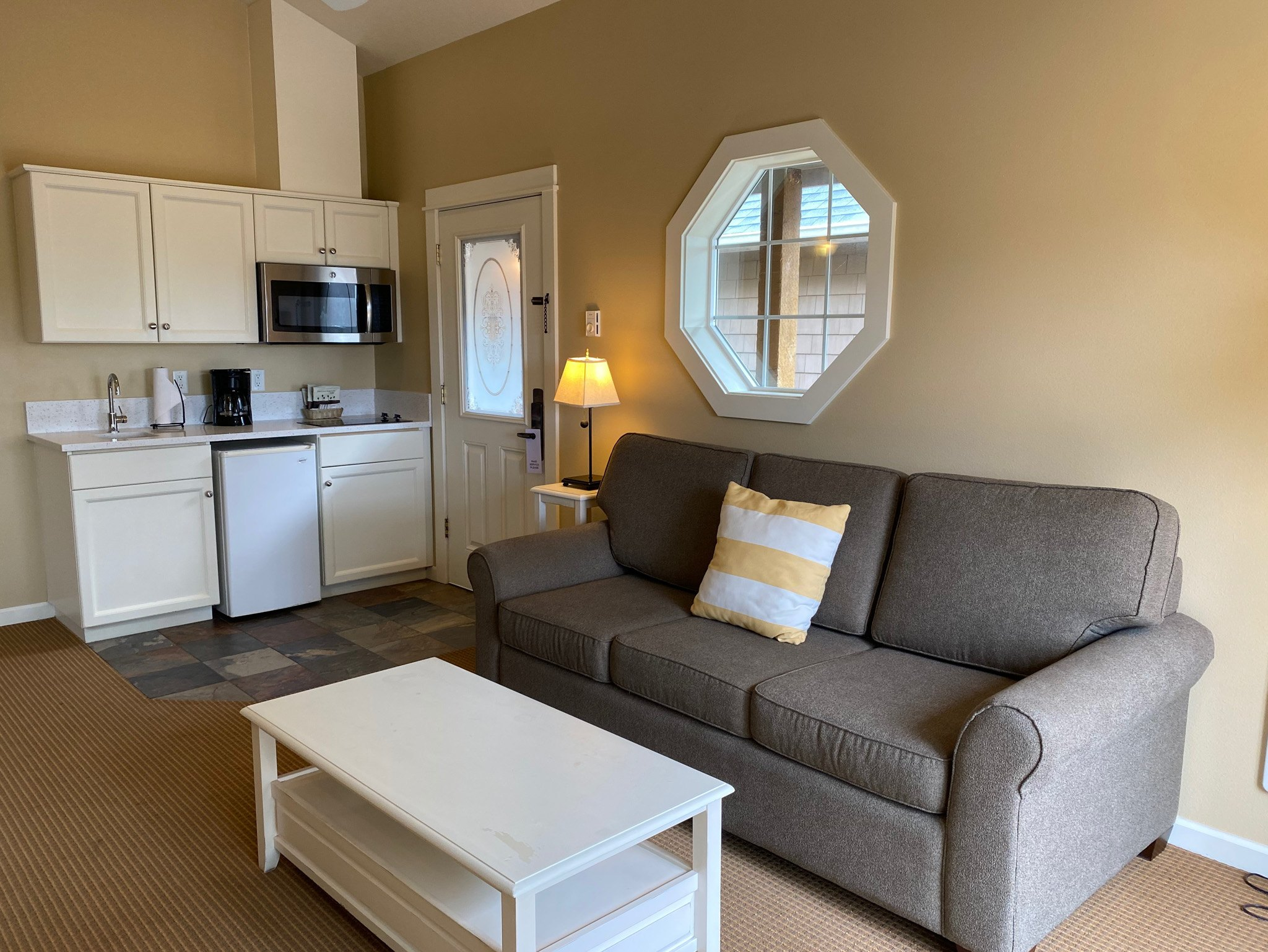 King Suite with a Sofabed, 2nd Floor, Non Pet LR